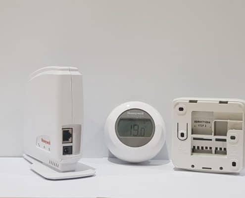 Интернет контролиран стаен термостат HONEYWELL Y87RF